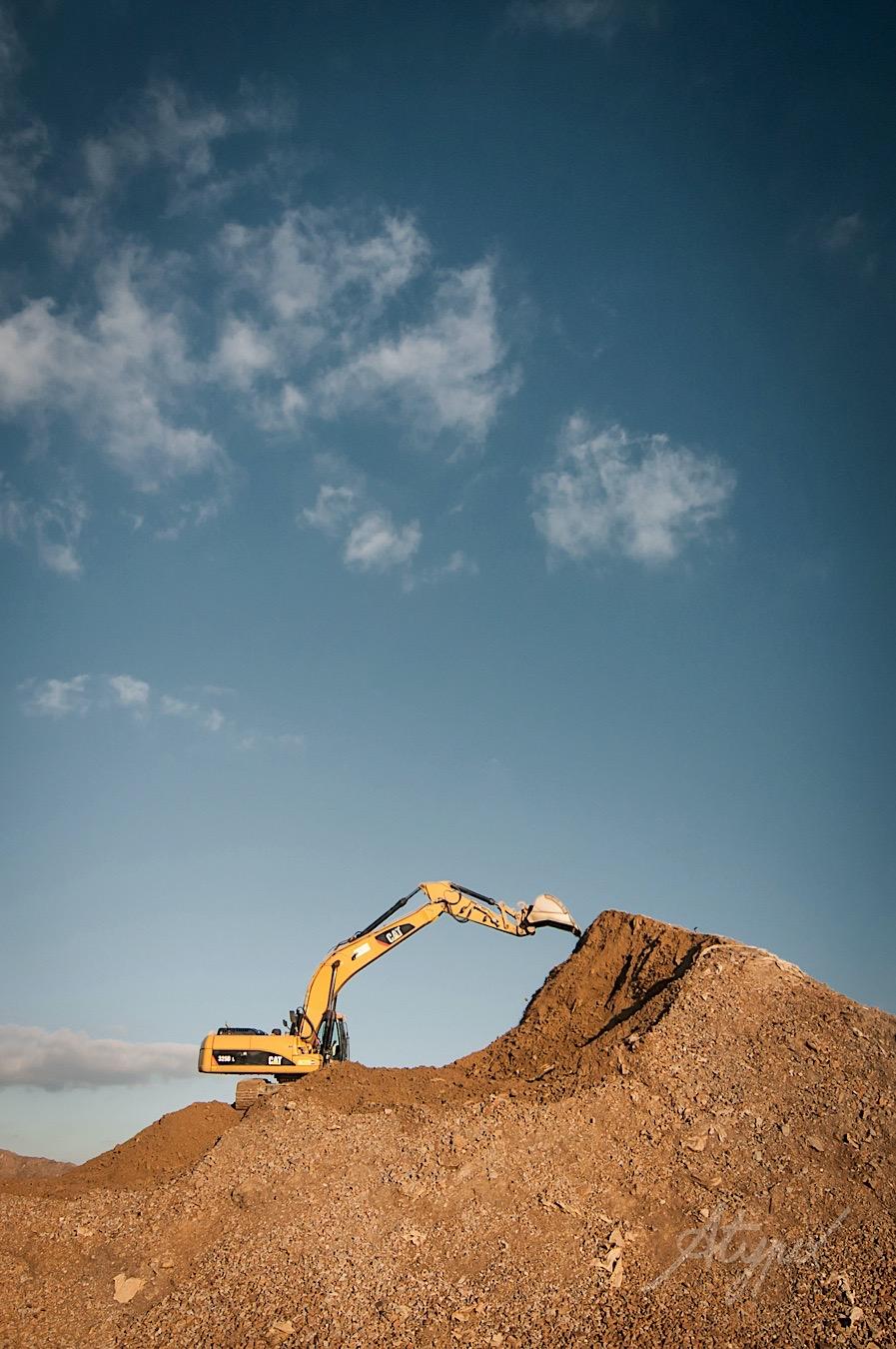 pelle à chenilles chantier de terrassement